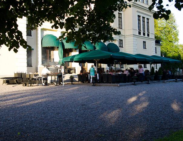 Middag utomhus på Rånäs slott