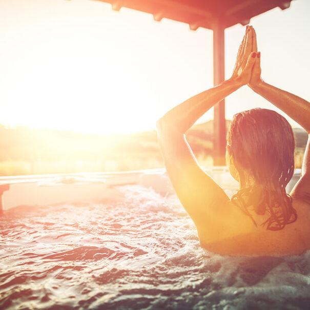 Yoga i pool på Selma Spa